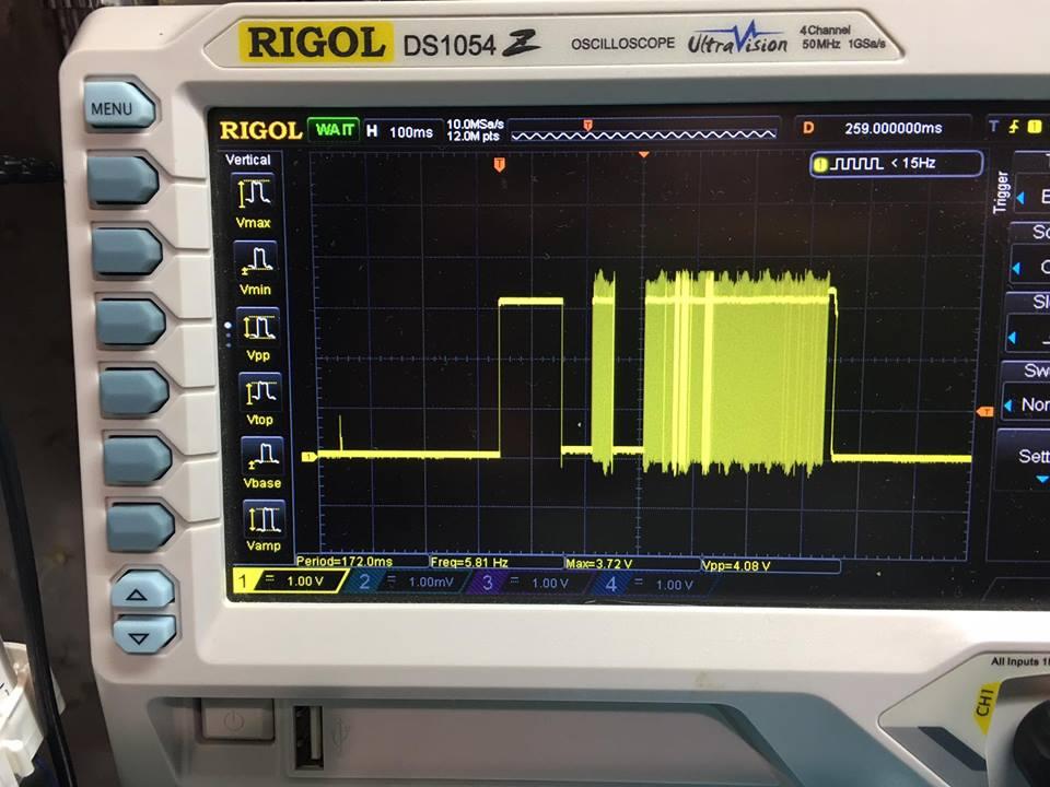 Это сигналы без буфера, как видно по уровню они такие-же как давал контроллер без (до) буфера