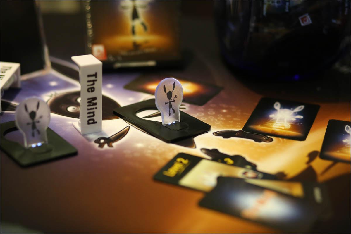 Карта поперек колоды в игре очко