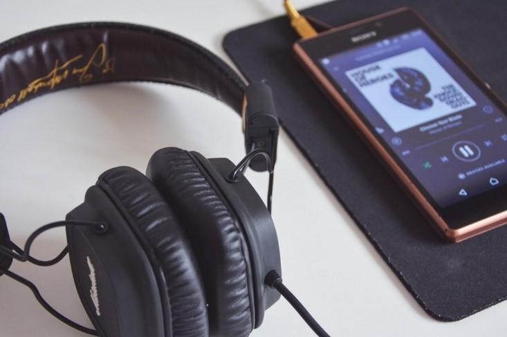 «Читальный зал»: статьи о радио, стриминге и подкастах