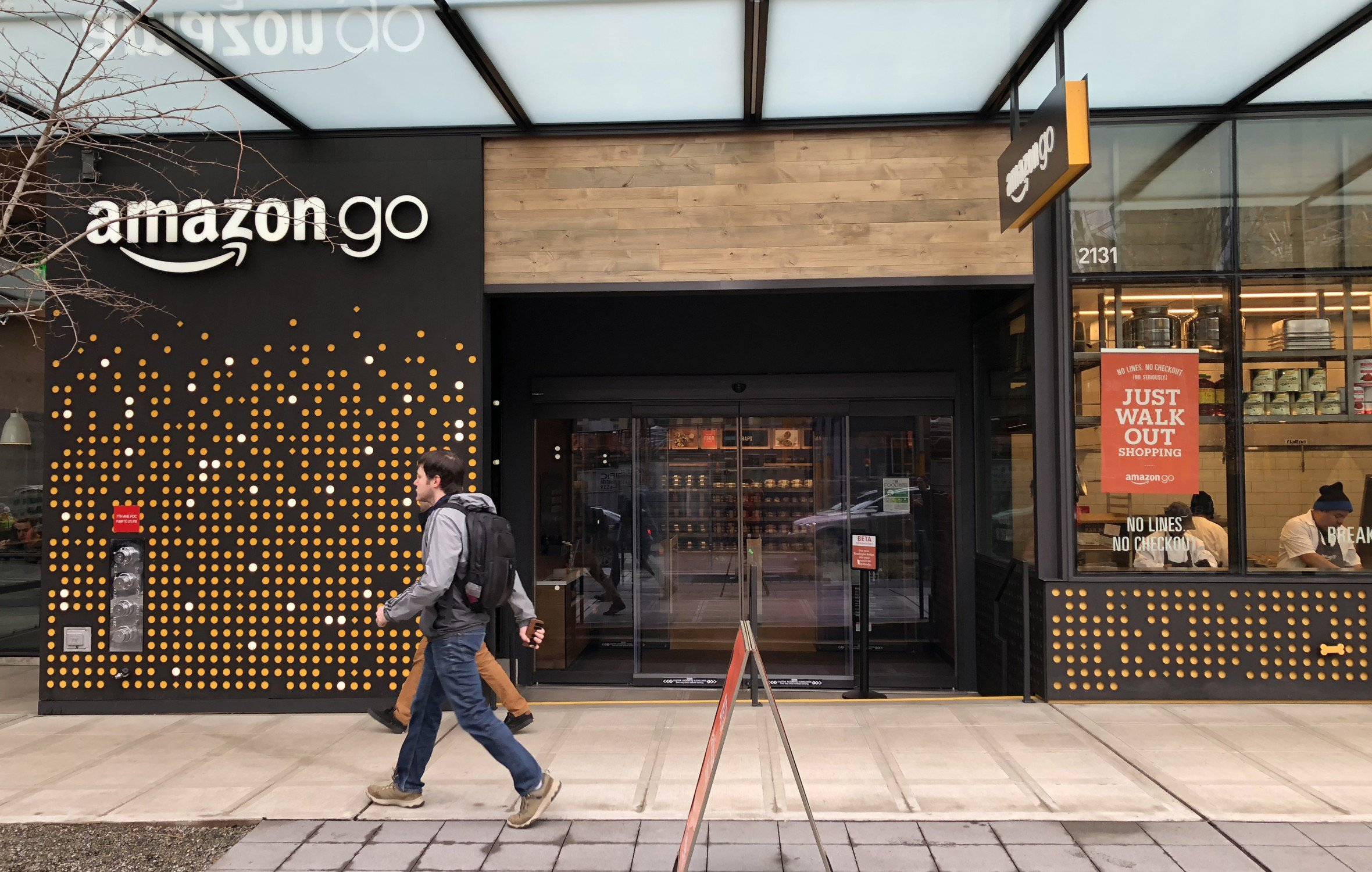 Финтех-дайджест: Amazon Go генерит море транзакций, а биометрия проникнет во все Mastercard