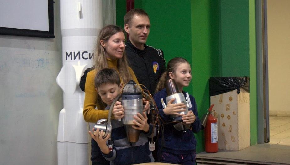 «Первый месяц три здоровых мужика боялись включать турбину» — как Алексей Стаценко строит джетпак с нуля