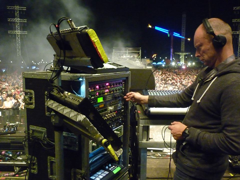 How The Chemical Brothers Shows: Technical Details and Switching