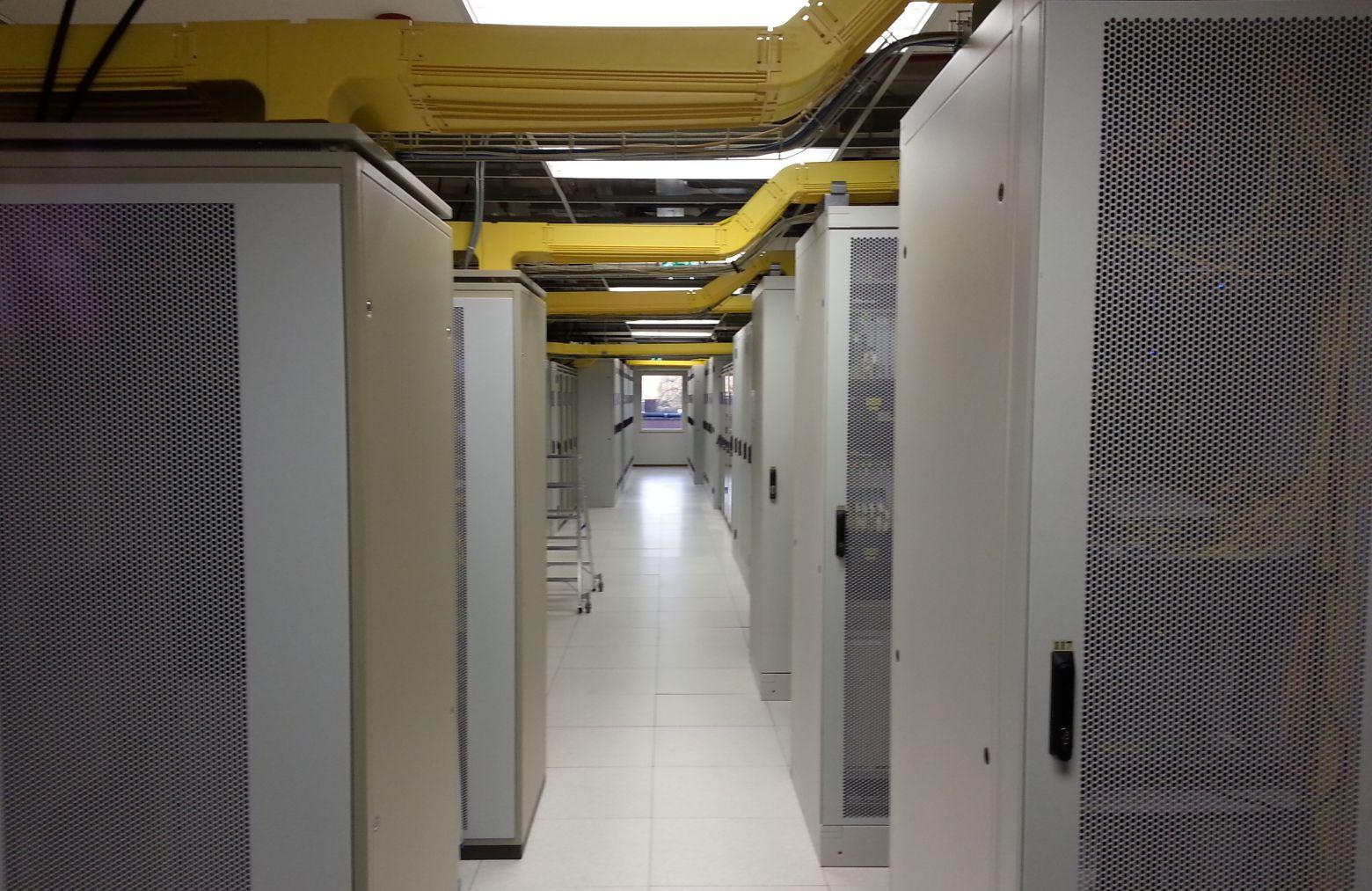 Дата-центр возле Амстердама называют выгребной ямой интернета, но он продолжает работу