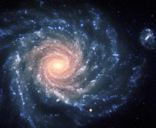 Исследование: все дисковые галактики во Вселенной вращаются с одинаковым периодом