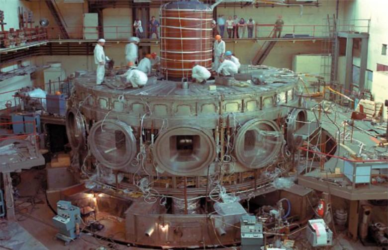 Курчатовский институт готовится к пуску гибридного токамака Т-15МД