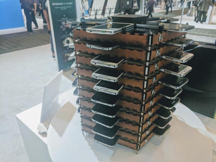 [Перевод] Samsung показал ферму для майнинга биткоинов, состоящую из 40 старых Galaxy S5s