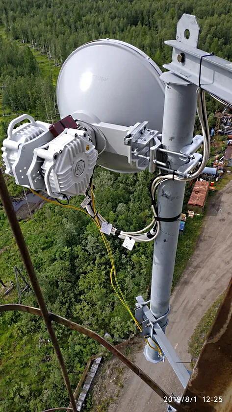 Идет настройка радиомоста ДОК модели PPC-10G-E-HP/2+0, на фото виден настроечный пульт
