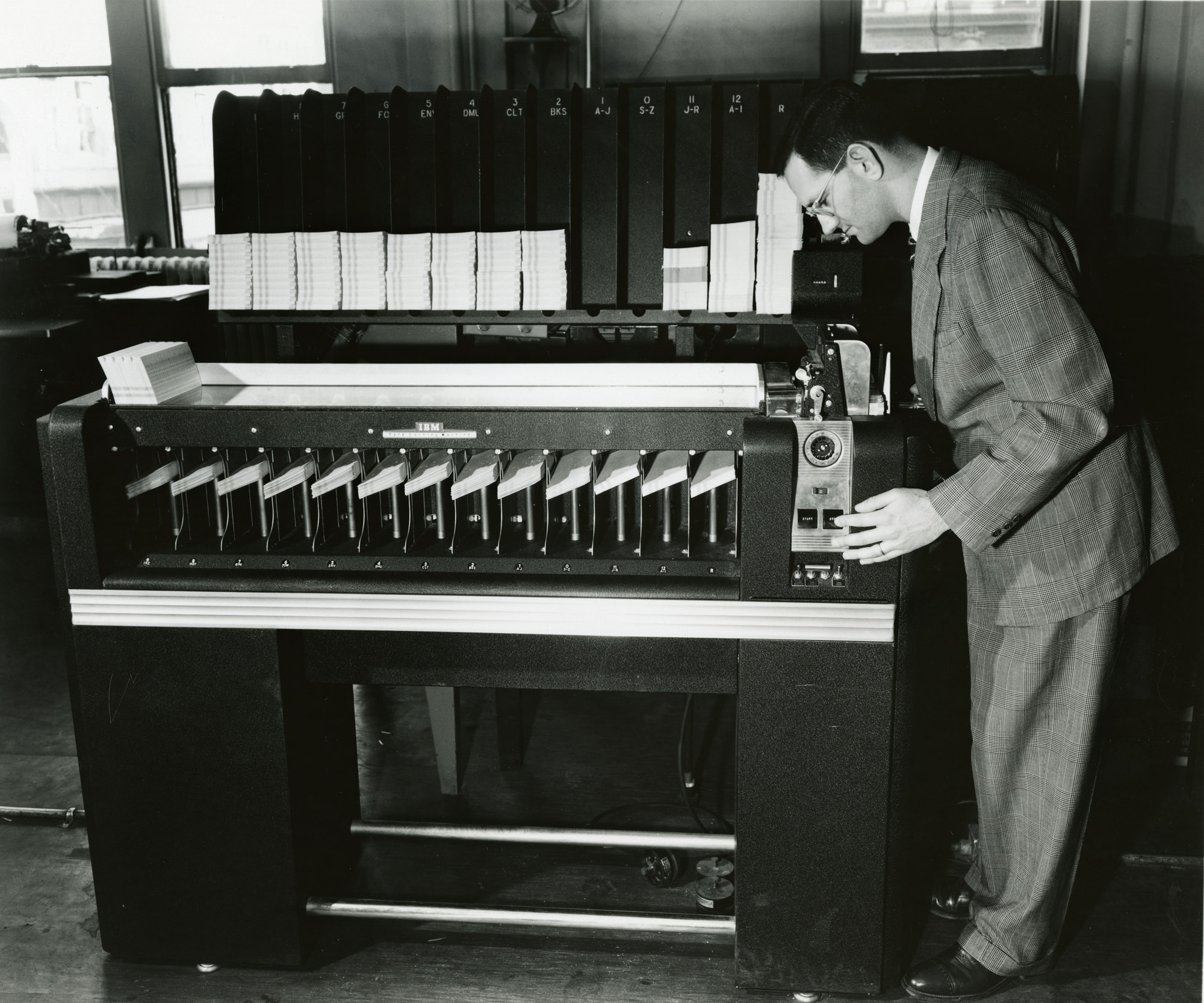 Close acquaintance with an electromechanical punch card sorter (excursion to the beginning of the 20th century)