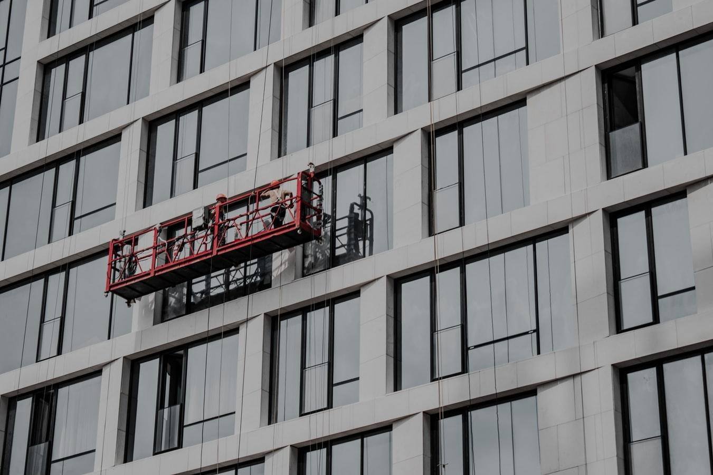 Умные окна заменят кондиционеры и лишат работы промышленных альпинистов