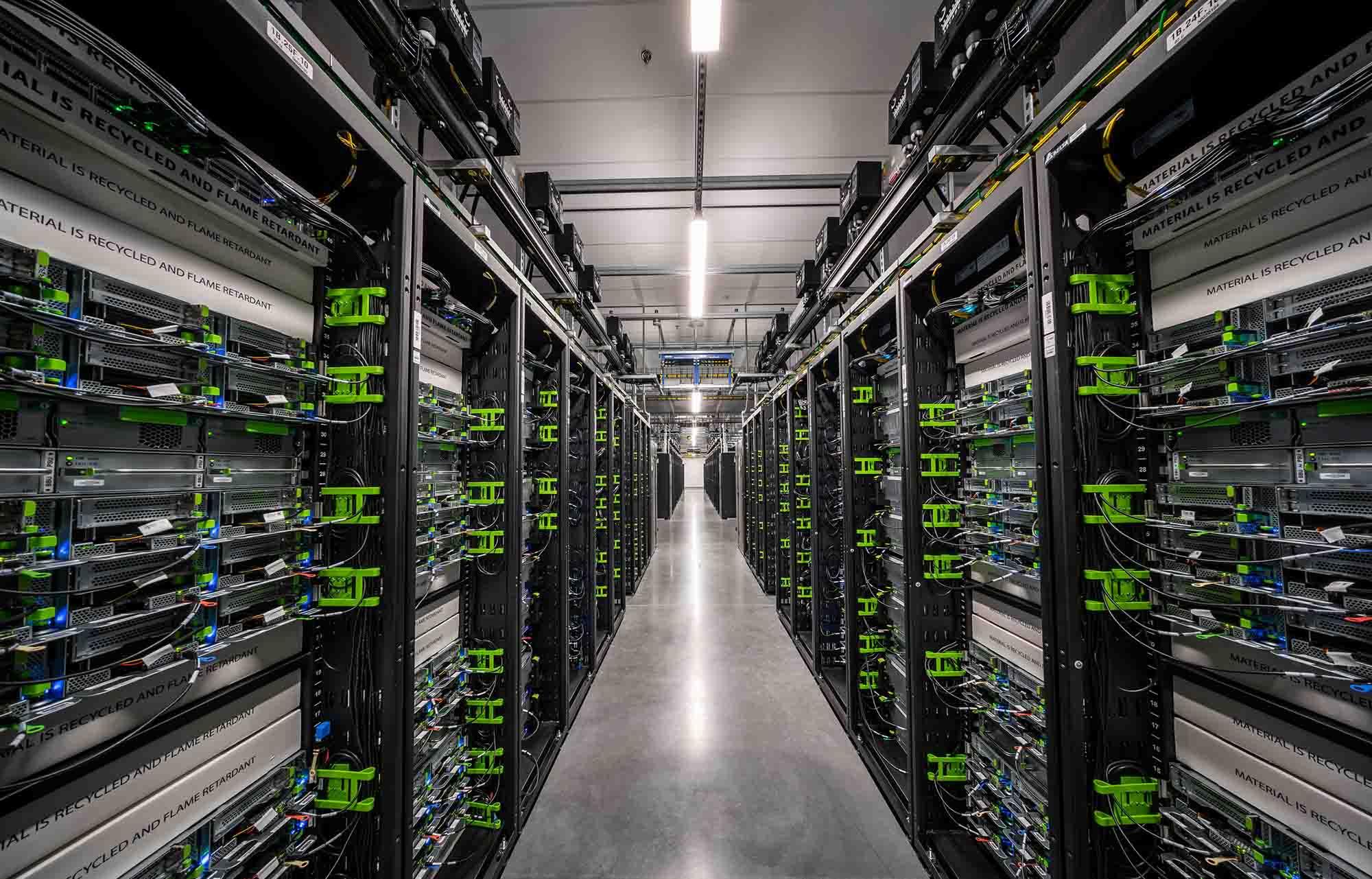 Эффективное и надежное управление кластерами в любом масштабе с Tupperware