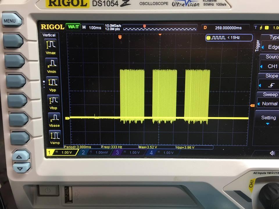 Это сигнал USB со стороны компьютера до буфера. Обратите внимание на уровень: 3.5В