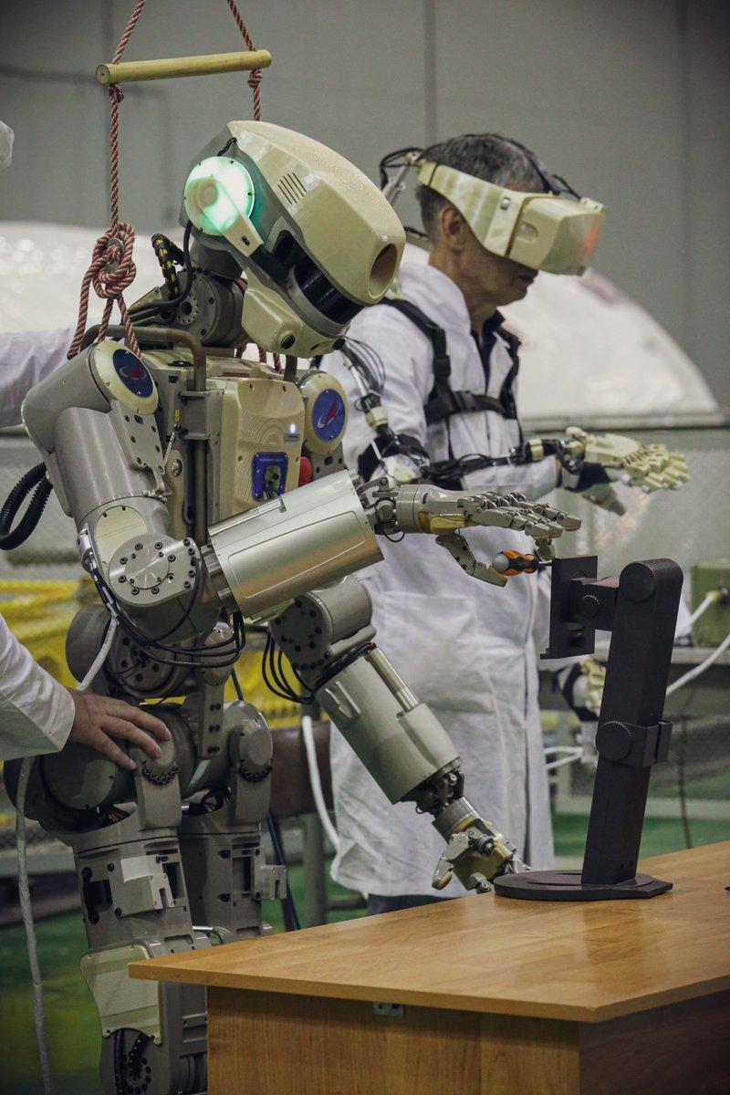 Женщине просто, прикольные картинки робота федора