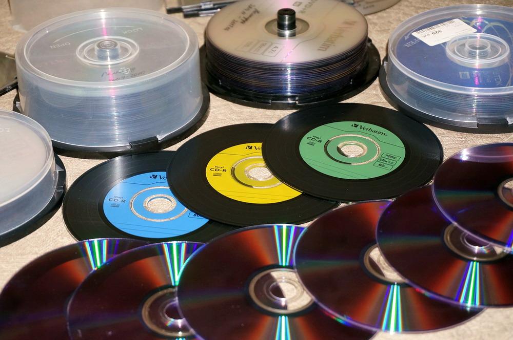 Хранение фотографий на DVD-дисках в 2K19-м (в 2190-м? в 2238-м?)