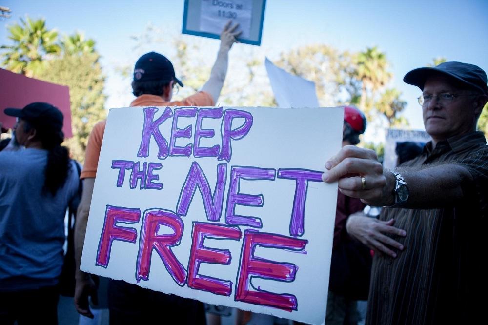 Битва за сетевой нейтралитет: судебные войны и общественные протесты