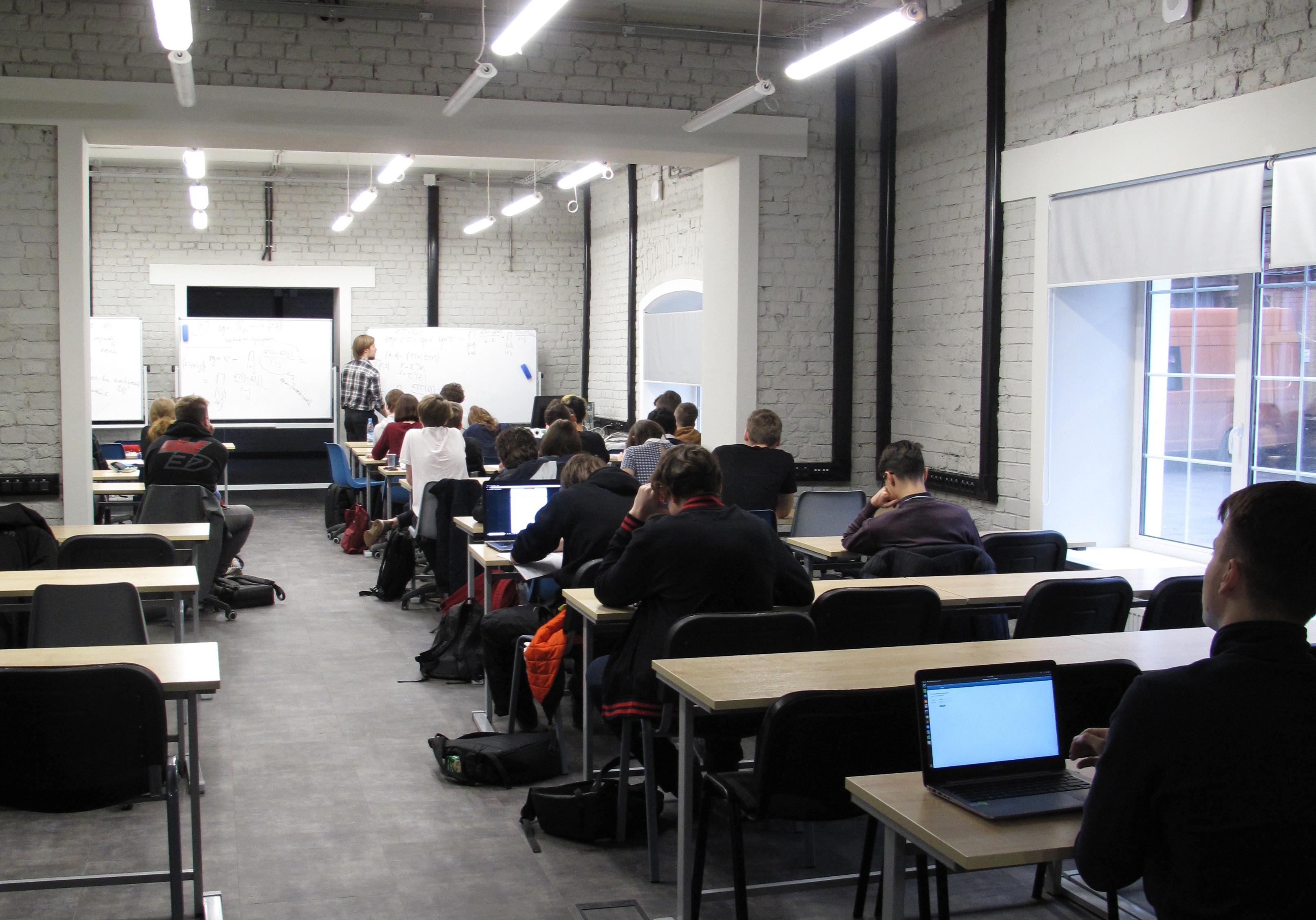 Первый набор на «Прикладную математику и информатику» в Питерской Вышке: кто они и как с ними работать?