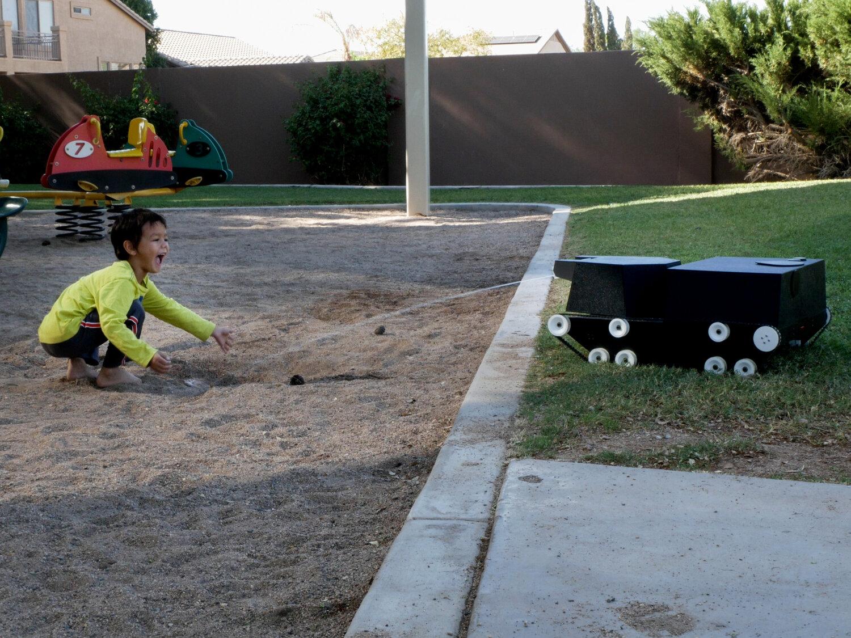 Умный помощник разработан универсальный робот для ухода за садом