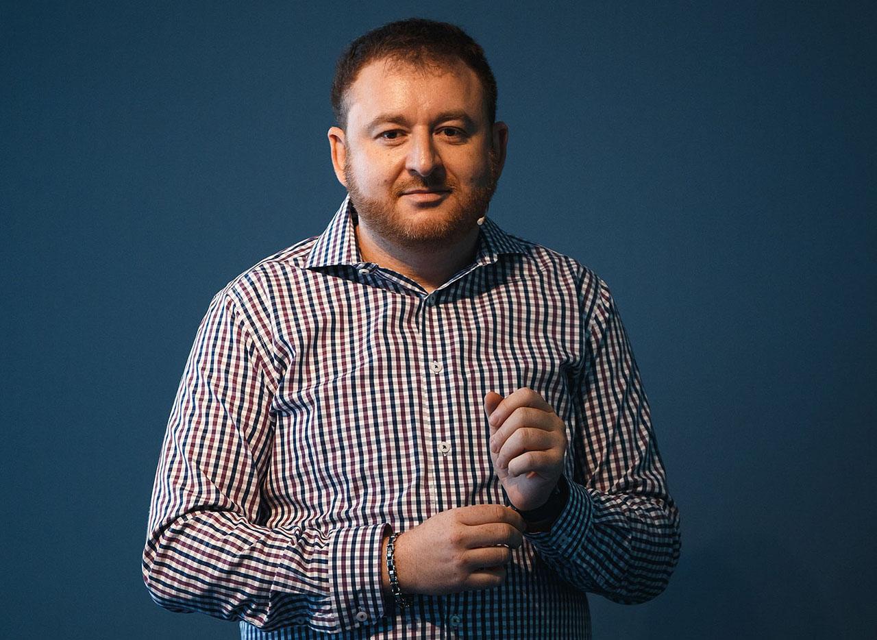 «Многое можно решить, помогая стартапу и объясняя, какие ошибки мы уже совершали» — Интервью с Леонидом Игольником
