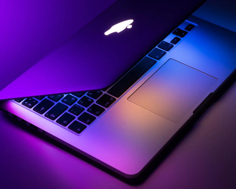 Apple объявила о сплите акций: что это такое и чем грозит инвесторам