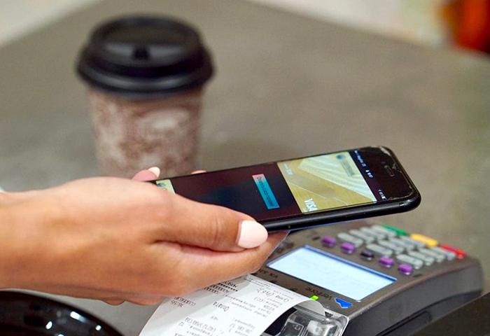 Как распространение интернет-устройств меняет платежные привычки