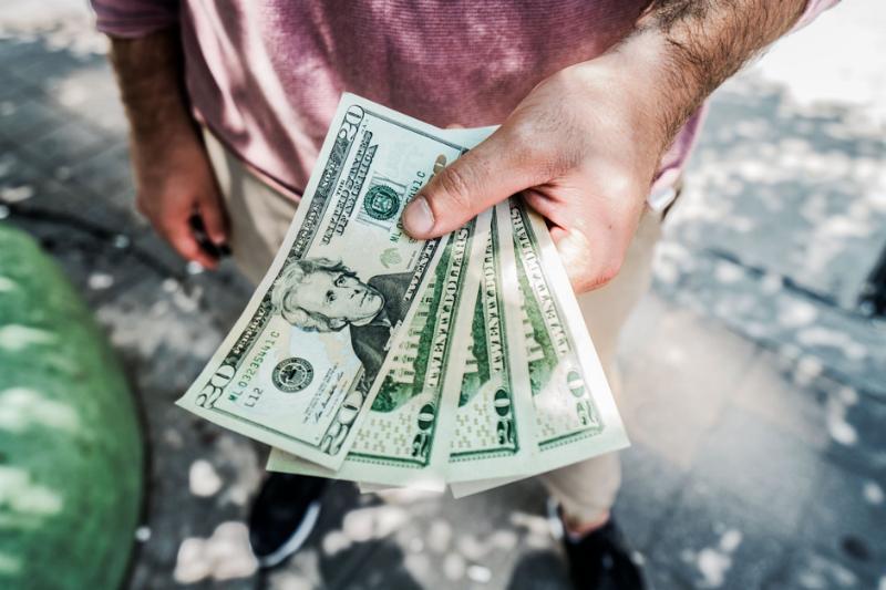 Где выгоднее покупать валюту: банки vs биржа