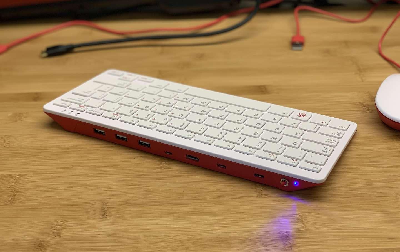 Компьютер Raspberry Pi встроили в клавиатуру для него