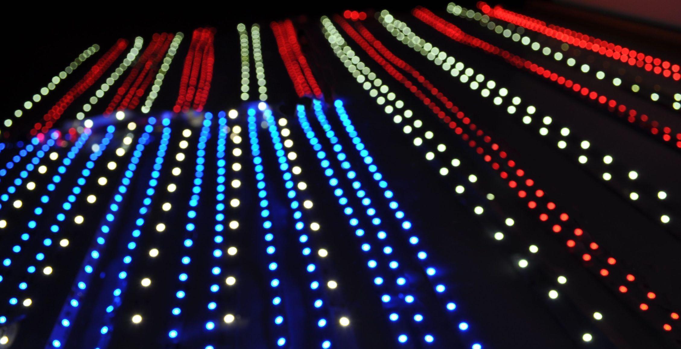 Освещая альтернативу одноклеточные водоросли и цветные светодиоды