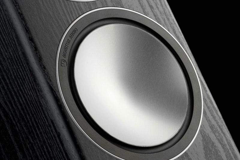 Легенды мирового колонкостроения: инновационный путь Monitor Audio от ткани к металлу и композитным материалам