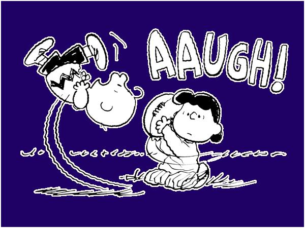 Люси оттягивает мяч перед Чарли, тот промахивается и со всей скорости падает на землю