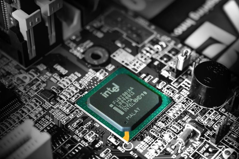 Intel не справляется со спросом на процессоры. В результате страдает бизнес HP и Dell