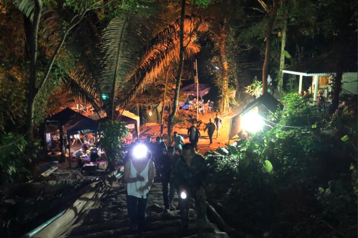Илон Маск привез в Таиланд свою мини-субмарину для спасения подростков, но власти отказались от помощи