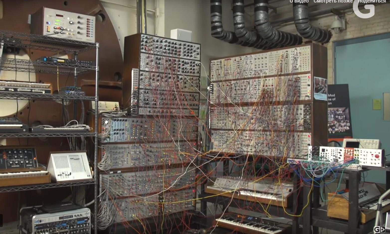 Модульный гигант c онлайн управлением, а также текстильные и вязаные клавиатуры Джо Парадизо