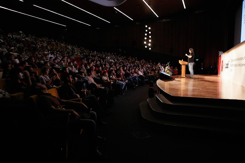 Легко ли выступать на конференции в первый раз?