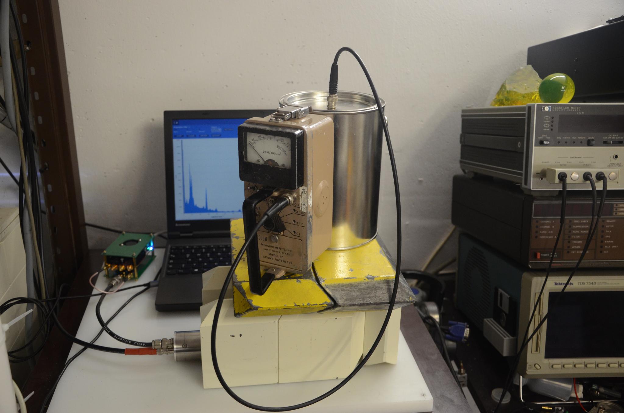 Перевод Баночный детектор нейтронов (фотоотчет)