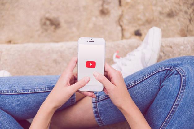 как смотреть бесплатные фильмы на Youtube Moeb