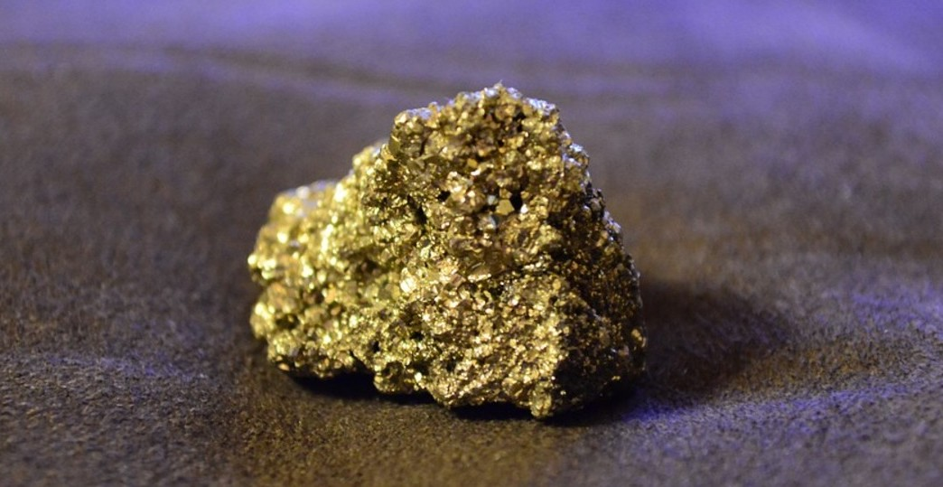 Сокровище внутри золота дураков: Au-обогащенные дислокации кристаллов пирита