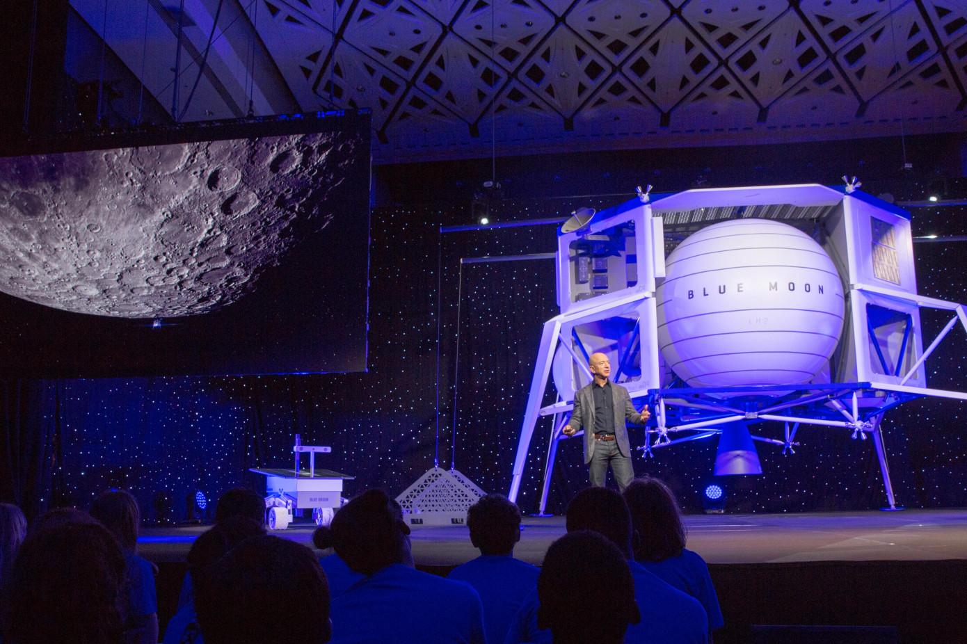 Джефф Безос объявил о планах покорения Луны