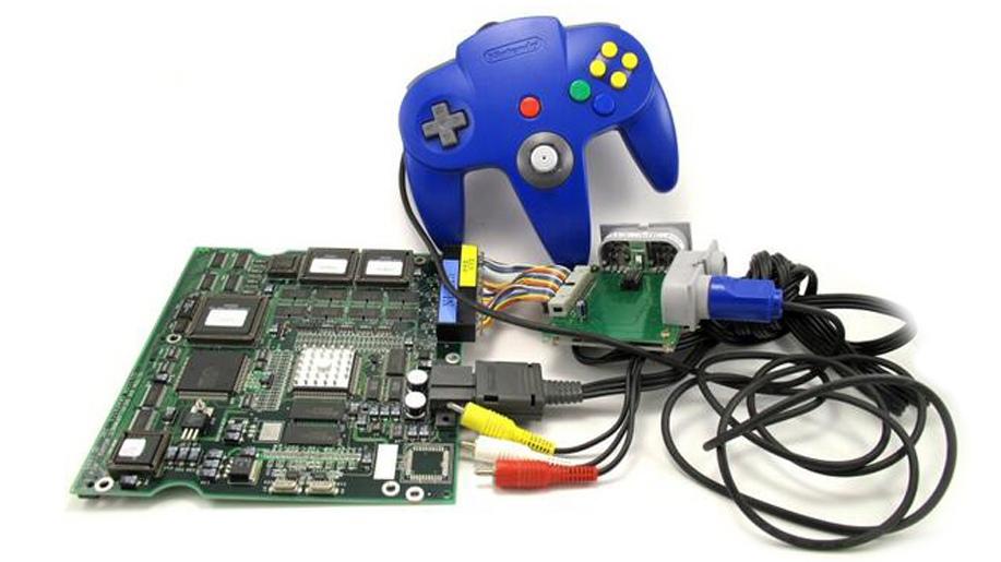Контроллер Nintendo 64, подключенный через переходник к Ultra 64 development board