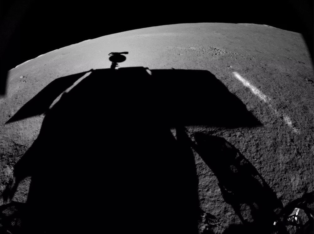 Миссия «Чанъэ-4» — результаты пятого лунного дня: проблемы с ровером «Юйту-2» и новое научное открытие