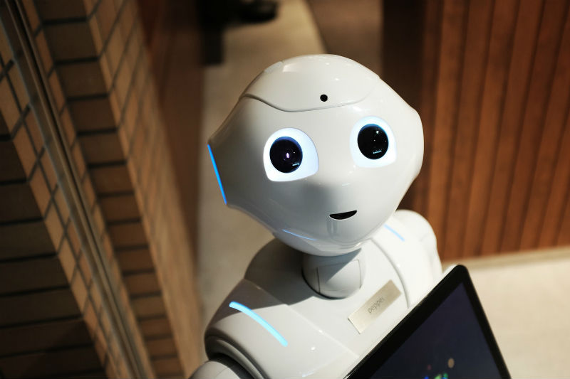 Как роботы помогают людям начинать инвестировать на бирже: что такое робоэдвайзинг, и как это работает