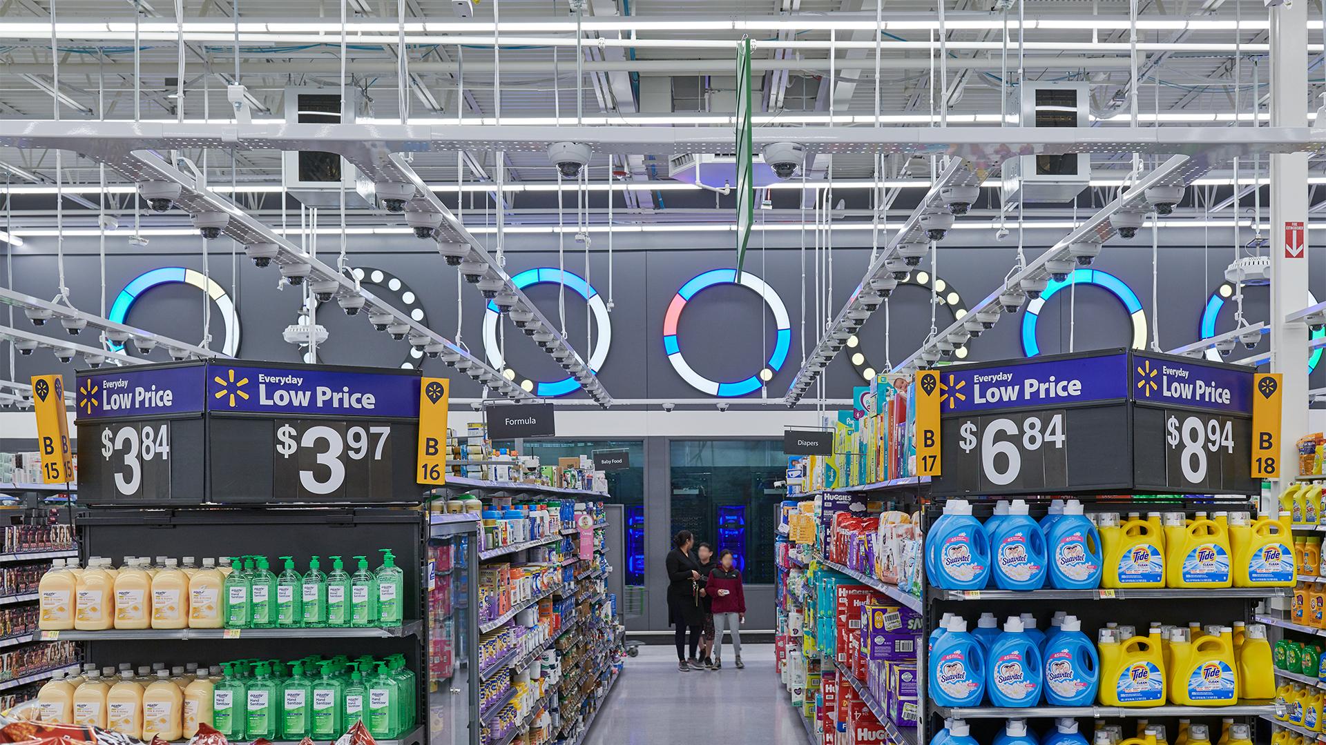 ddc7c481ee6235 Как и «безкассовый» Amazon Go, магазин усыпан массой камер, вмонтированных  в потолок. Но площадь здесь в десять раз больше, и задачи у магазина другие.
