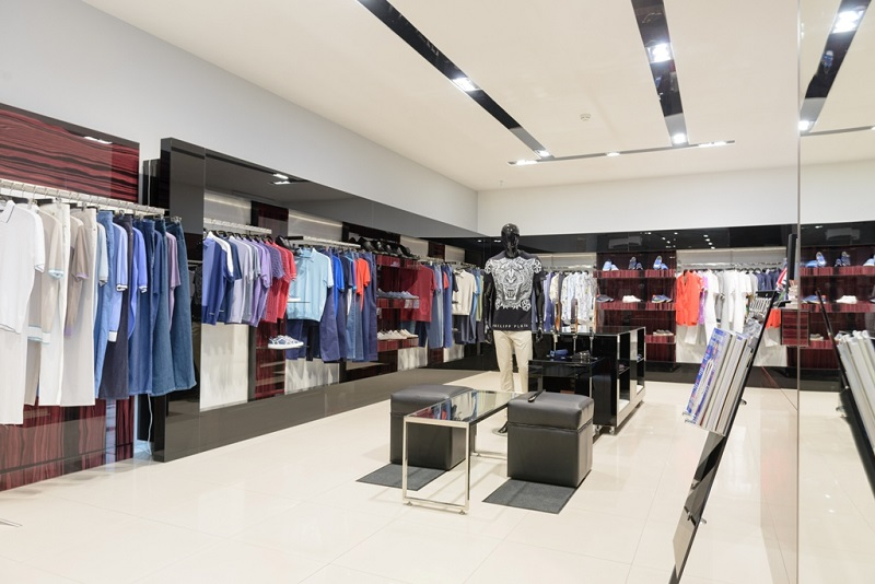 What promotions are clothing stores luring customers to