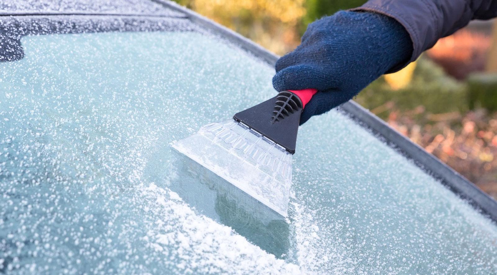 Узоры на окне или бич автомобилистов: как растет двумерный лед
