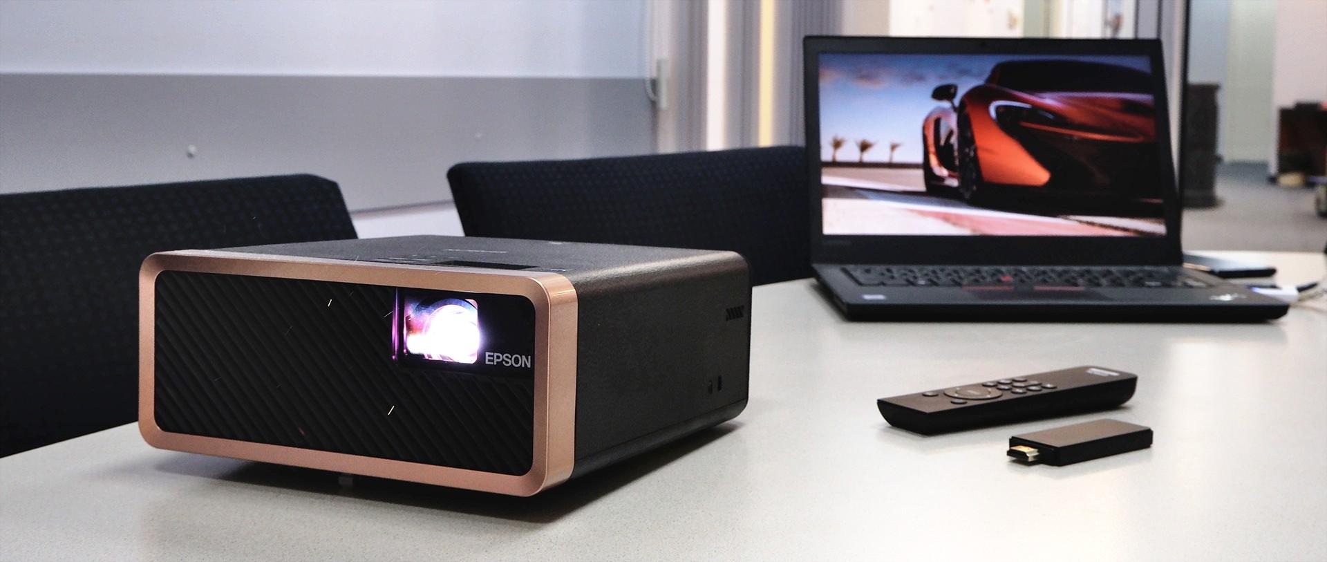 В полку компактных проекторов прибыло: Epson EF-100 – первая ласточка в серии ярких портативных лазерных проекторов