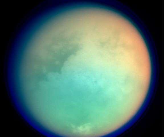 На Титане нашли кандидата для клеточных мембран