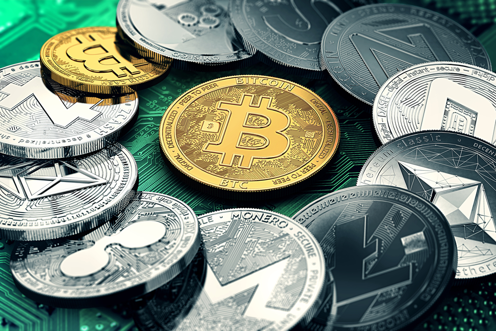 Финтех-дайджест: легализация блокчейна, сокращение филиалов в пользу IT