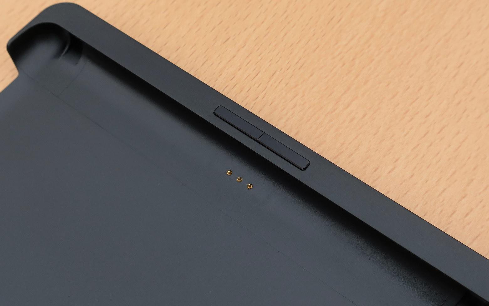 Кнопки и дополнительные контакты на чехле-обложке ONYX BOOX Livinstone
