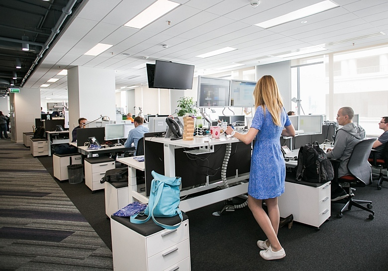 Office under Agile: where to place a thousand developers?