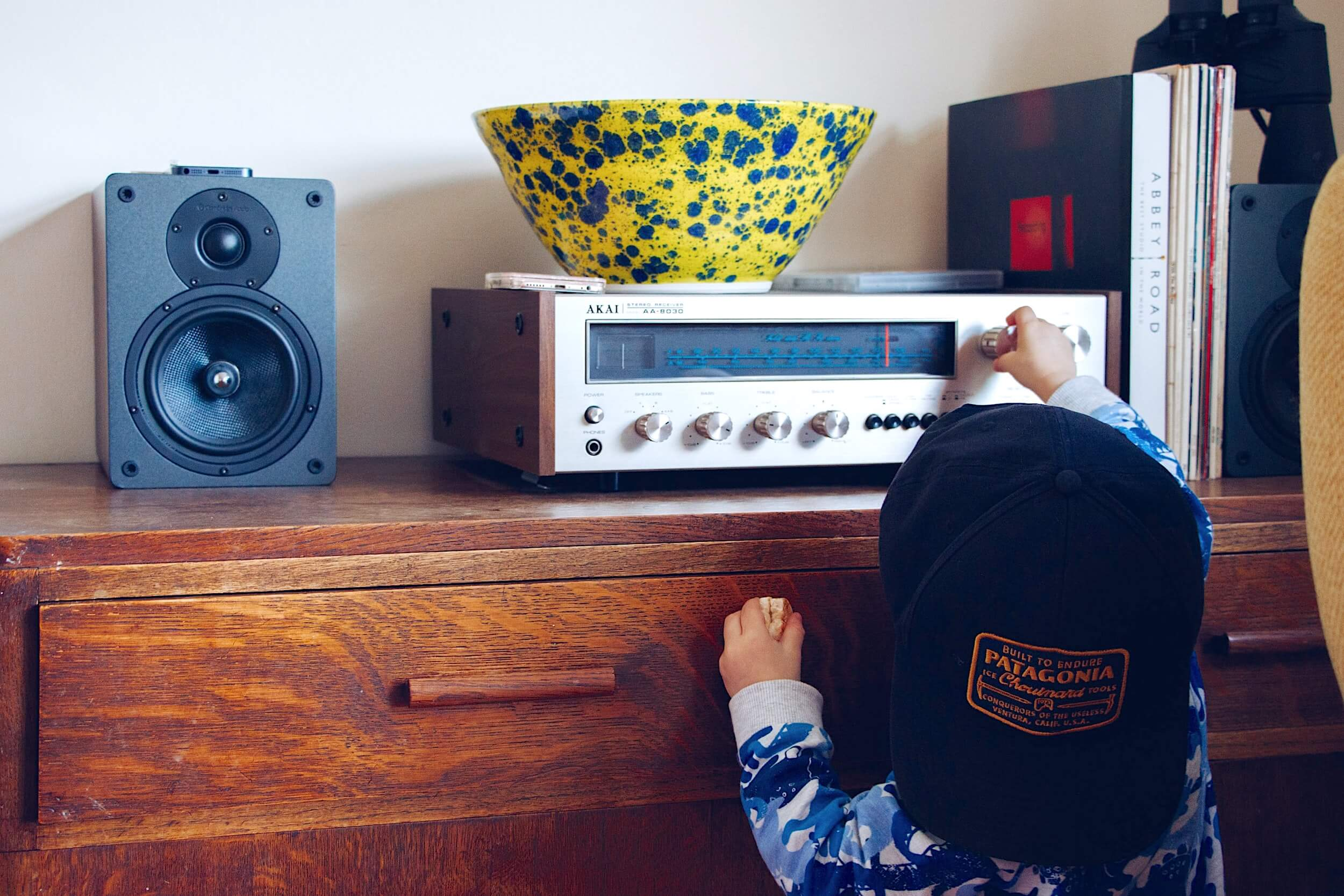 Передача игр по радио, звуки старых ПК и компактная история рингтонов  в дайджесте Аудиомании
