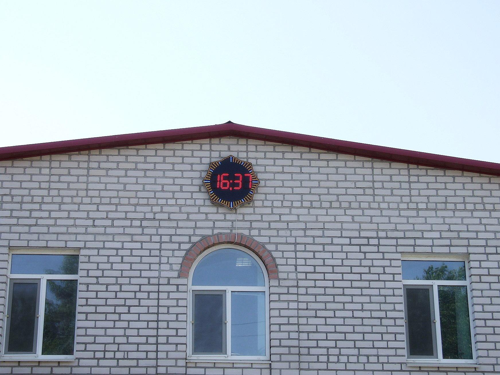 Уличные часы изнутри, а если посложнее?