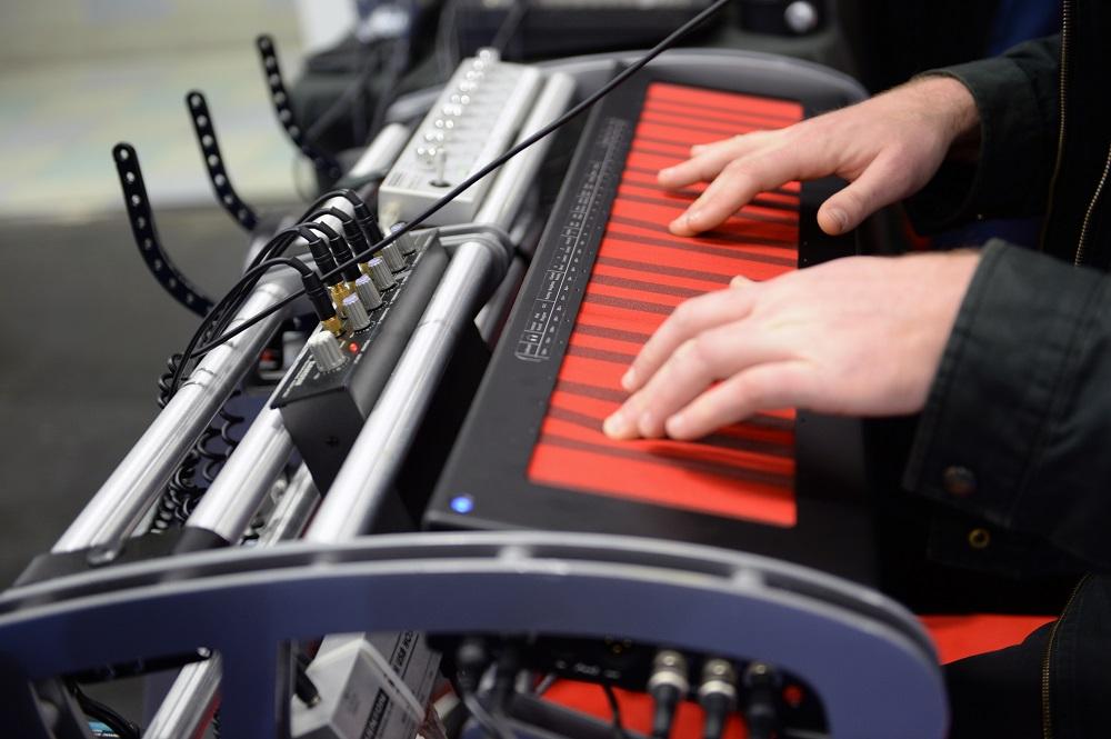 Континуум Хакена: электронный инструмент с отзывчивостью акустического